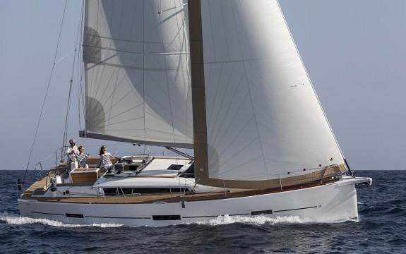 575x360-dufour_460_sailing